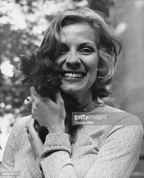 American actress Betty Buckley with her Yorkshire Terrier Maggie at the Prince of Wales Theatre in London where she is starring in the musical...