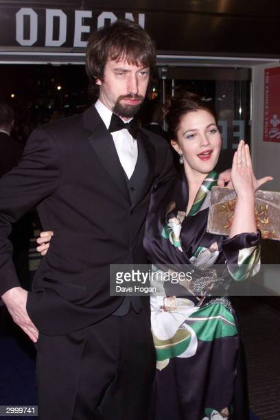 "American actress Drew Barrymore and her boyfriend American comedian Tom Green attend the film premiere party for ""Charlie's Angels"" held at the Red..."