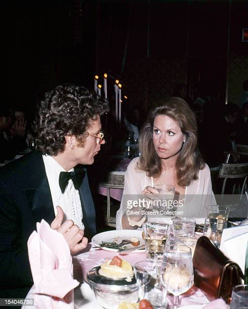 American actress Elizabeth Montgomery dining with French filmmaker Andre Weinfeld circa 1980