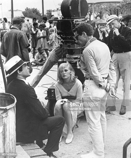 American actress Faye Dunaway with actor and producer Warren Beatty and director Arthur Penn on the set of his movie <Bonnie and Clyde>