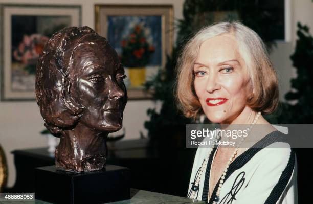 American actress Gloria Swanson poses with selfportrait sculpture April 27 1977