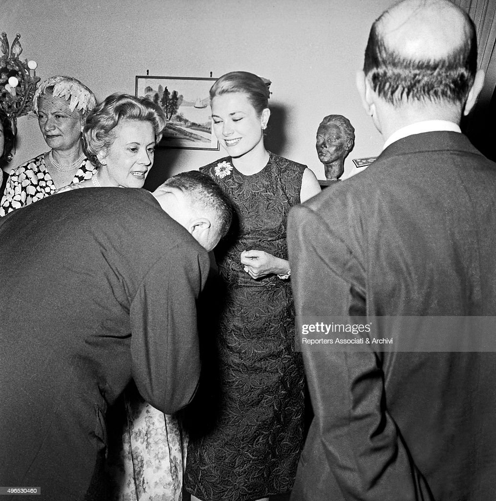 Grace Kelly during a party : News Photo