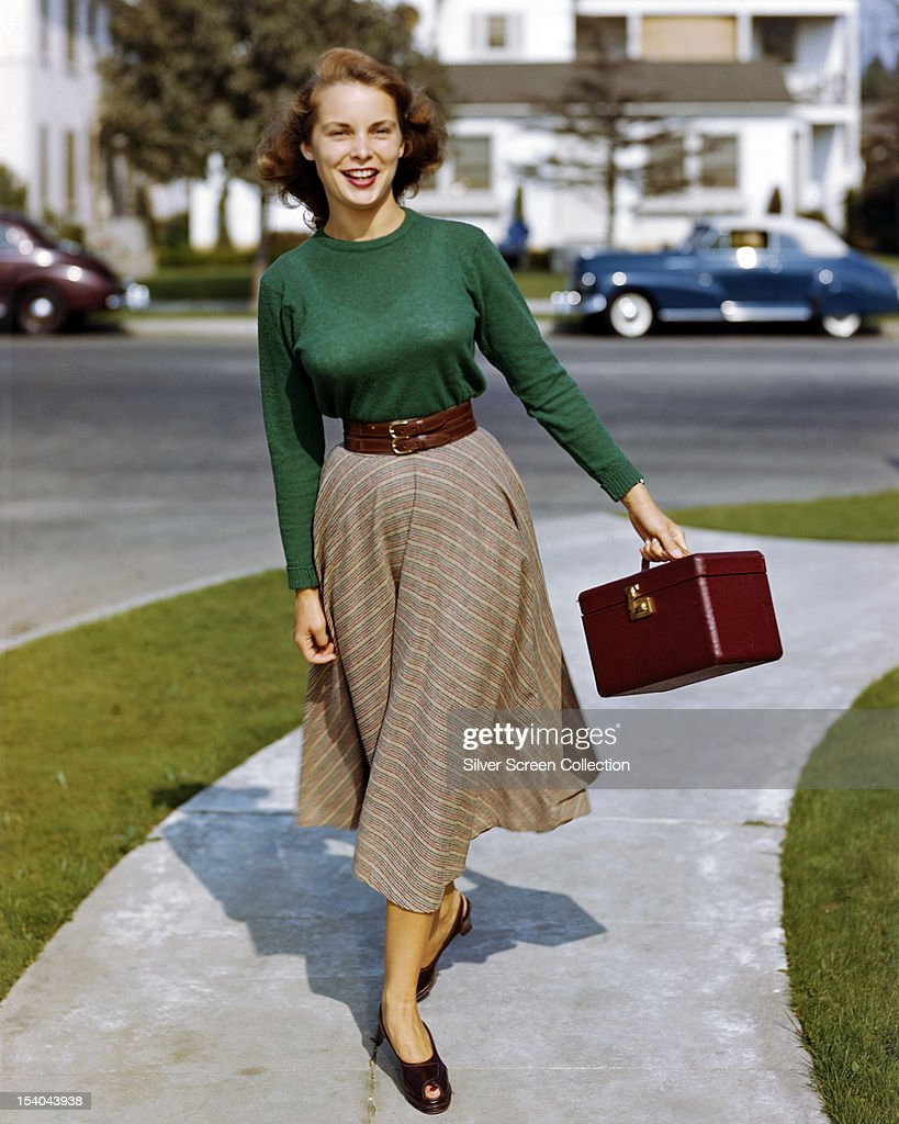 American Actress Janet Leigh Carrying A Make-Up Case, On A Suburban News Photo -5976
