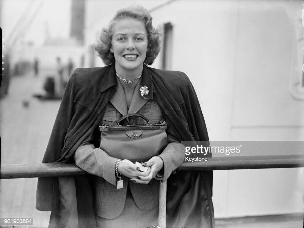 American actress Janis Carter arrives at Southampton on board the 'Queen Elizabeth' for a short holiday 20th May 1948 Her handbag bears her full...