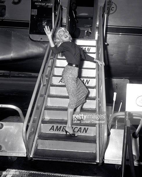 American actress Jayne Mansfield boards an American Airlines plane circa 1960