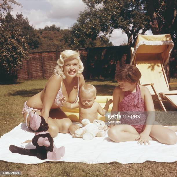 American actress Jayne Mansfield in the garden with her baby son Miklos and daughter Jayne Marie circa 1959