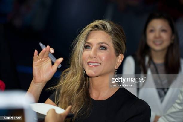 American actress Jennifer Aniston arrives for the German premiere of the movie 'We're the Millers' at Cinestar at Potsdamer Platz in BerlinGermany...