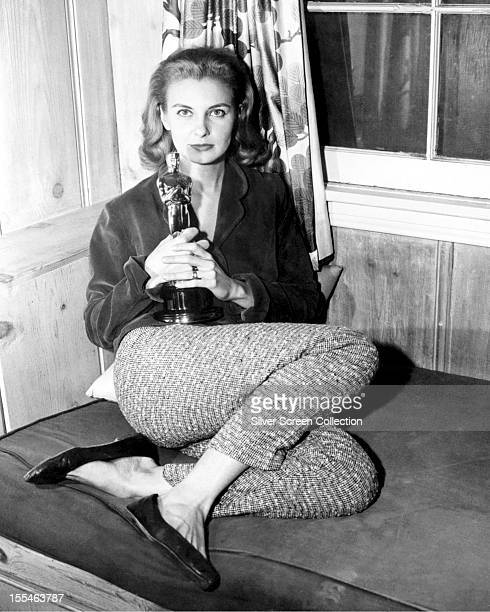 American actress Joanne Woodward with her Academy Award for Best actress in 'The Three Faces of Eve' circa 1958