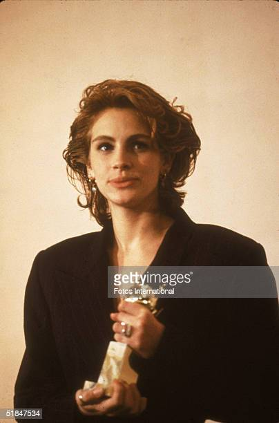 American actress Julia Roberts holds her Golden Globe award for Best Performance by an Actress in a Motion Picture Comedy or Musical at the 48th...