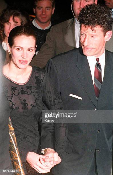 American actress Julia Roberts with her husband country singer and songwriter Lyle Lovett circa 1993