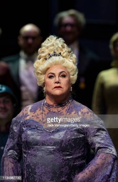 American actress Kathleen Turner takes a bow at the final dress rehearsal prior to the season premiere of the Metropolitan Opera/Laurent Pelly...