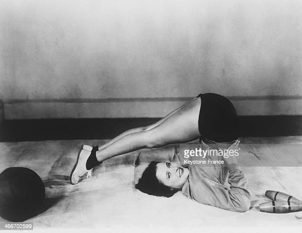 American Actress Kathryn Crawford is exercising in May 1929