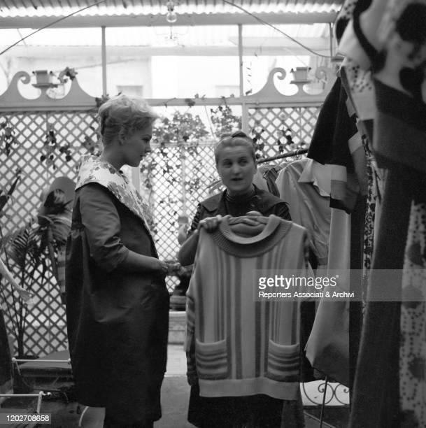 American actress Kim Novak chossing some dresses with Italian fashion designer Zoe Fontana - who founded the Sorelle Fontana fashion house together...