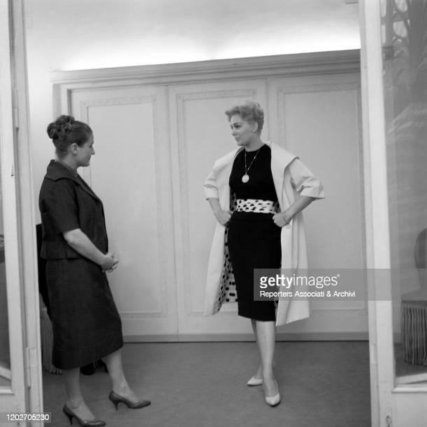 American actress Kim Novak showing a dress to Italian fashion designer Zoe Fontana - who founded the Sorelle Fontana fashion house together with her...