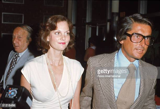 American actress Lesley Ann Warren and producer Robert Evans arrive at a screening of 'Parallax View' at the Screen Directors Guild Los Angeles...
