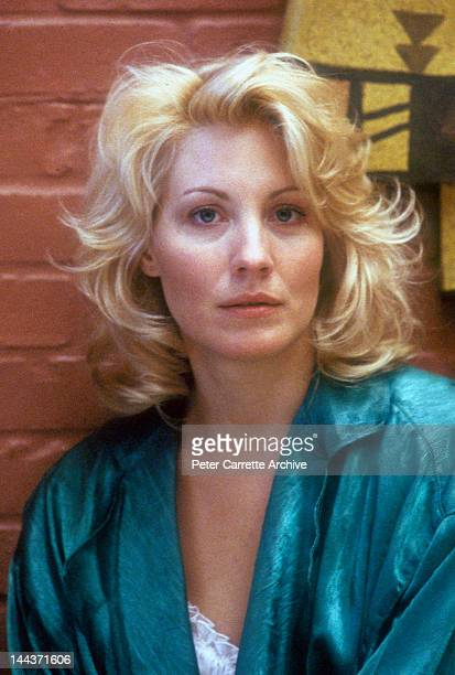 American actress Linda Kozlowski on the set of his new film 'Crocodile Dundee II' in 1987 in New York City.