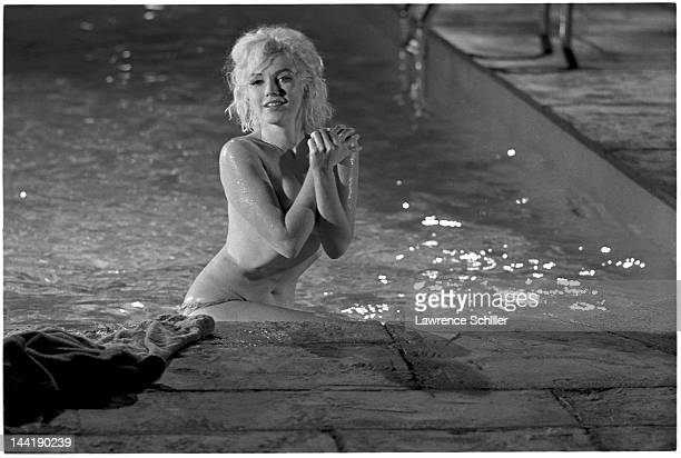 APPLY American actress Marilyn Monroe sits topless at the edge of a pool during the filming of 'Something's Got to Give' Los Angeles California May...