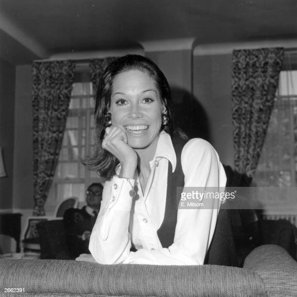 American actress Mary Tyler Moore, who starred in a number of sitcom TV series.