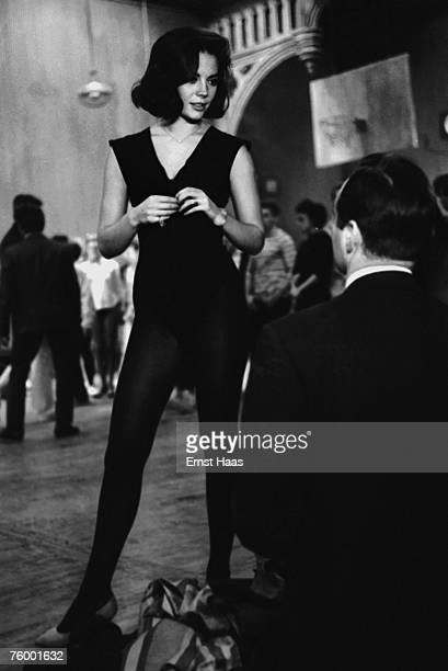 American actress Natalie Wood during dance rehearsals for the musical film 'West Side Story' 1960