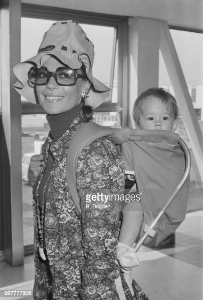 American actress Natalie Wood with her daughter Natasha Gregson Wagner, UK, 21st September 1971.