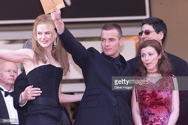 """American actress Nicole Kidman and British actor Ewan McGregor attend the film premiere of """"Moulin Rouge"""" on May 2, 2001 in Cannes."""