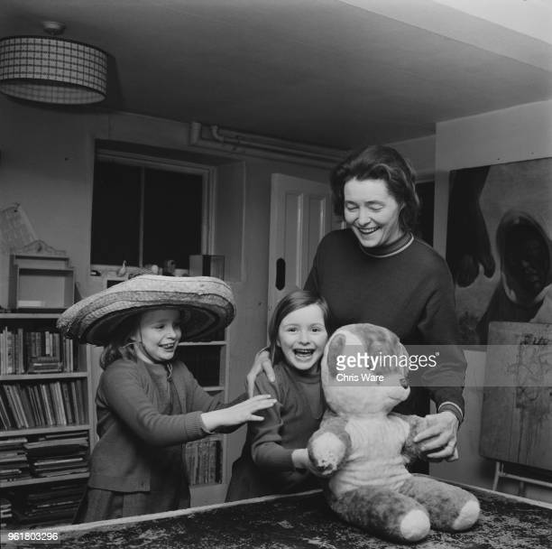 American actress Patricia Neal at home in Great Missenden Buckinghamshire with her daughters Ophelia and Lucy 1972 The children's father is writer...