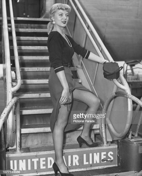 American actress Peggie Castle arrives at La Guardia Airport in New York City to publicise her new movie the Mike Hammer mystery 'I The Jury' circa...