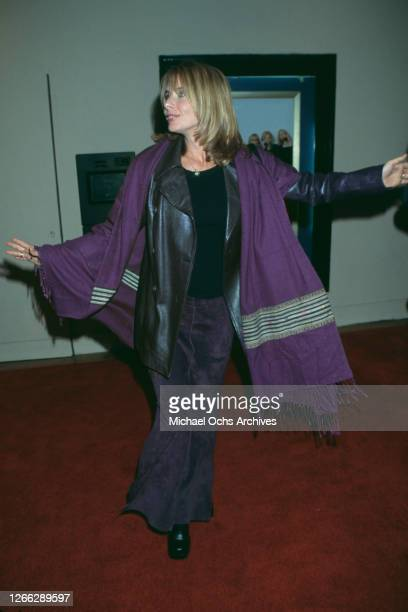 American actress Rosanna Arquette at the premiere of the film 'Hanging Up' at the Mann Bruin Theater in Westwood, California, 16th February 2000.