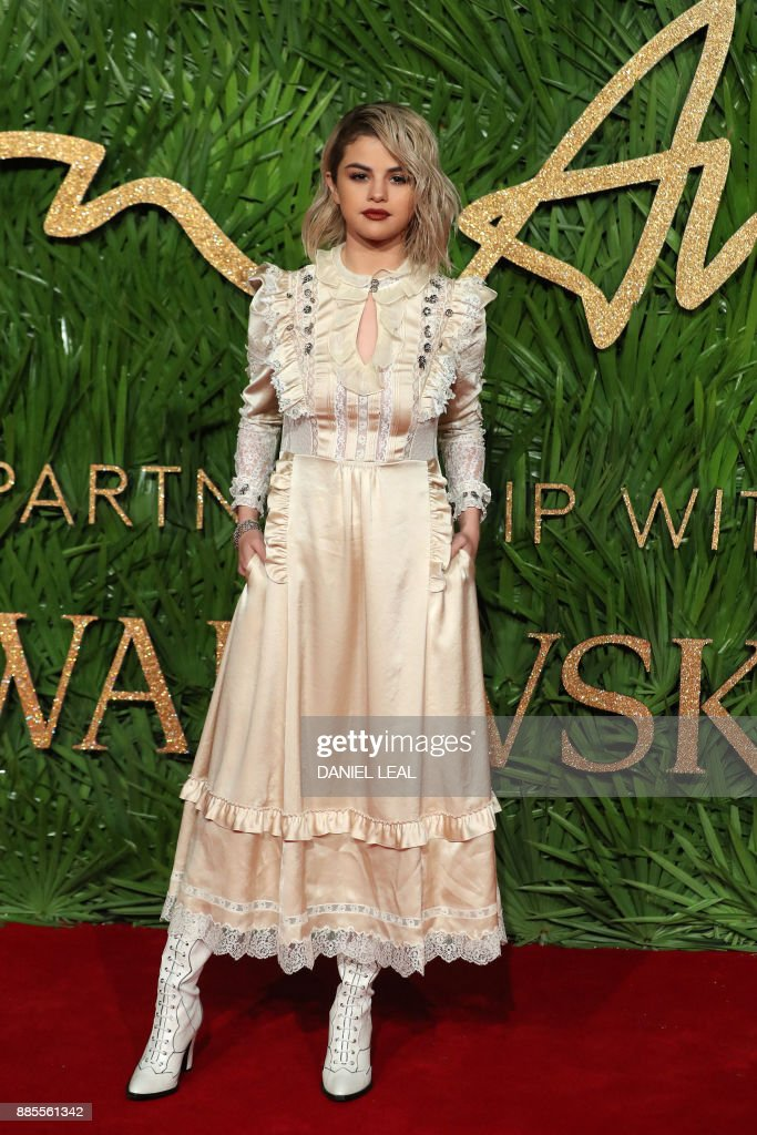 American actress Selena Gomez poses on the red carpet upon arrival to attend the British Fashion Awards 2017 in London on December 4, 2017. / AFP PHOTO / Daniel LEAL
