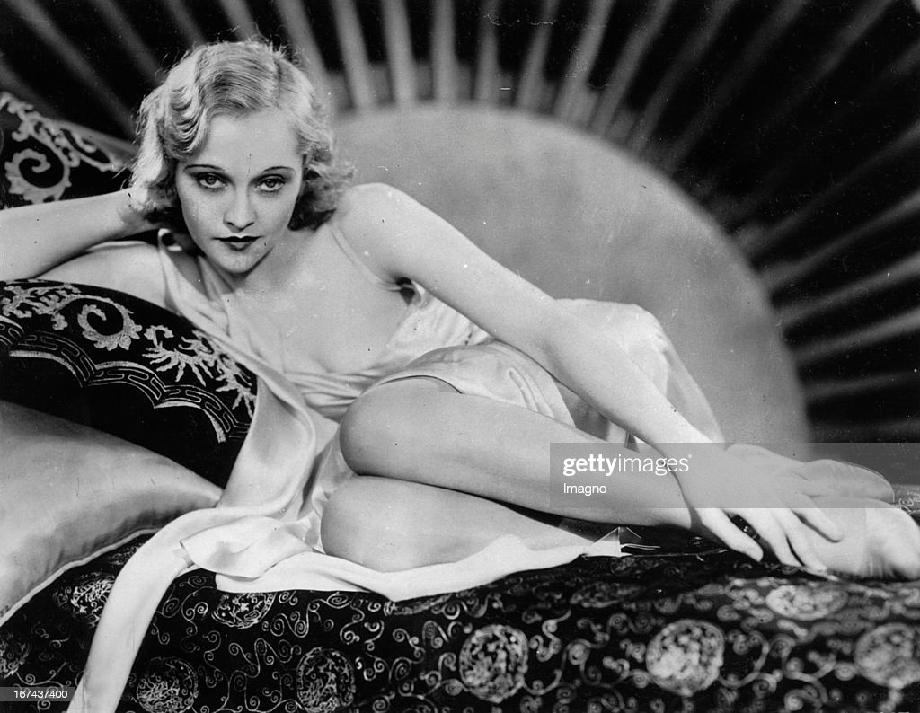 American actress Sheila Terry in a break during filming. USA. Hollywood. About 1930. Photograph. (Photo by Imagno/Getty Images) Die amerikanische Schauspielerin Sheila Terry in einer Pause während Dreharbeiten. USA. Hollywood. Um 1930. Photographie.
