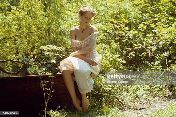 American actress Uma Thurman on the set of the film 'Where the Heart Is' directed by British director John Boorman