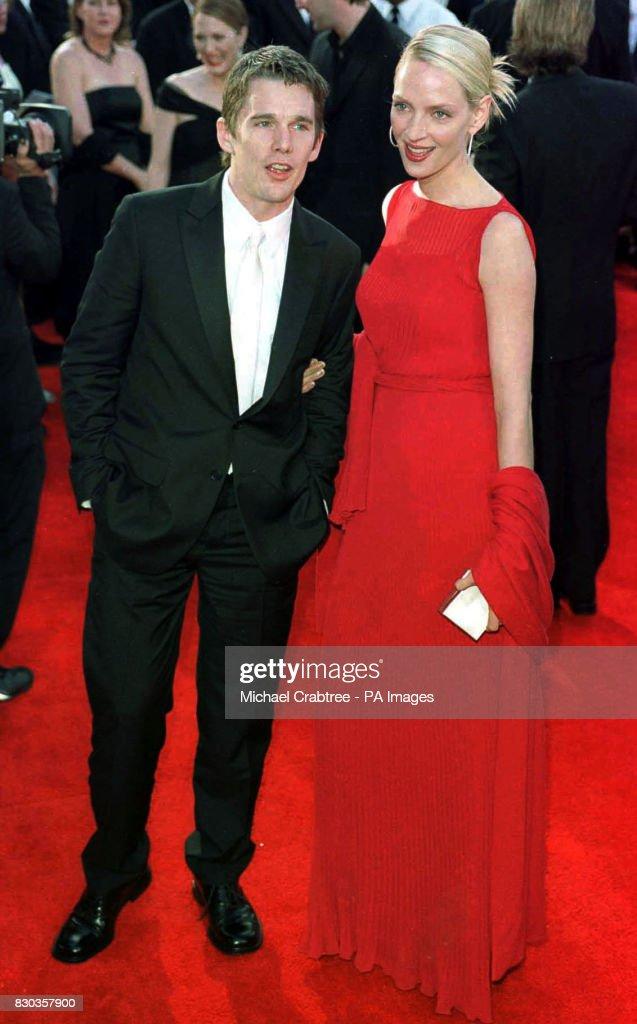 Oscars Thurman & Hawke : News Photo