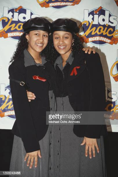 American actresses and identical twin sisters Tia and Tamera Mowry at the Nickelodeon Kids' Choice Awards USA May 1995