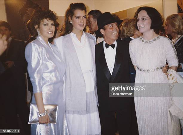LR American actresses Raquel Welch and Brooke Shields American fashion photographer Francesco Scavullo and American fashion designer and writer Mary...