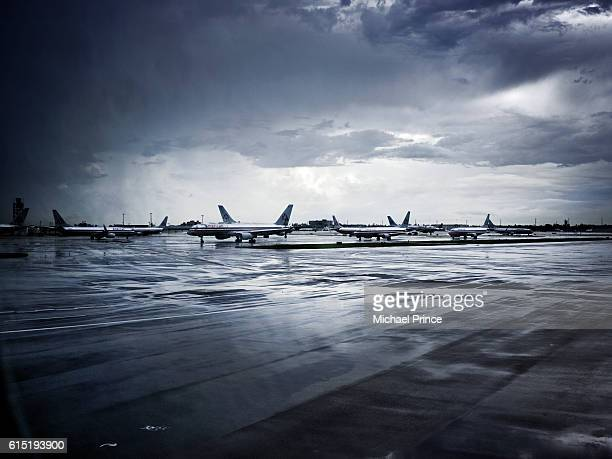 american airlines airplanes on tarmac - american airlines stock pictures, royalty-free photos & images