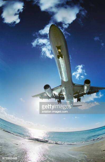 American Airlines Boeing 757200 on very low finalapproach landing over Maho Beach