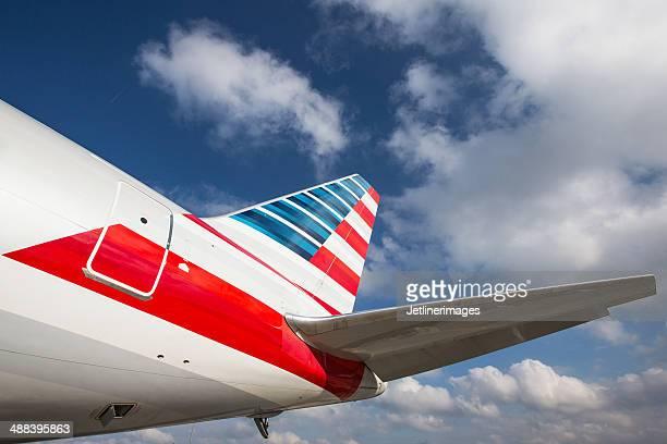 american airlines boeing 767-tail-schnittform - flugzeugheck stock-fotos und bilder
