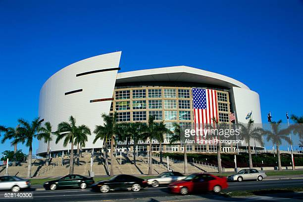 american airlines building - american airlines stock pictures, royalty-free photos & images