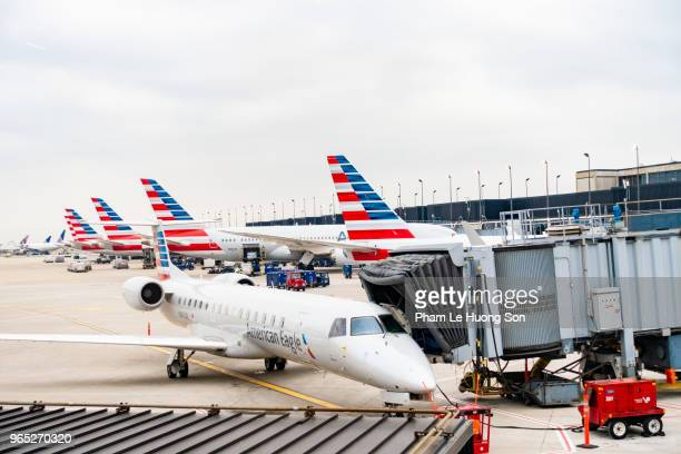 american airlines planes finishing up for take-off at gate - american airlines stock pictures, royalty-free photos & images