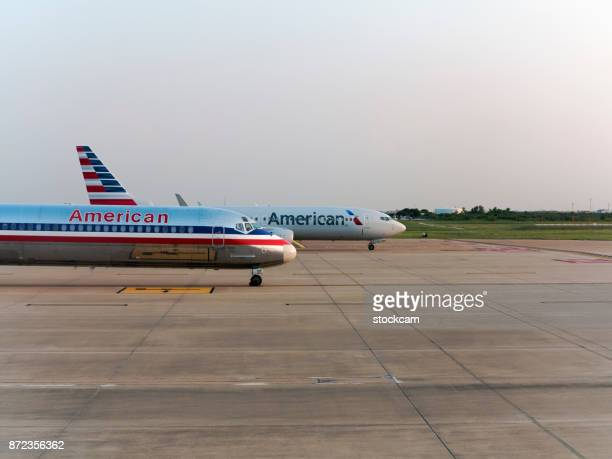 american airways airplanes on runway - dallas fort worth airport stock pictures, royalty-free photos & images