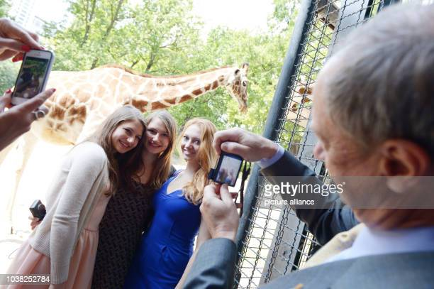 American Ambassador John B Emerson takes a picture of his daughters Taylor Hayley and actress Jacqueline take a photo at the zoo in Berlin Germany 03...