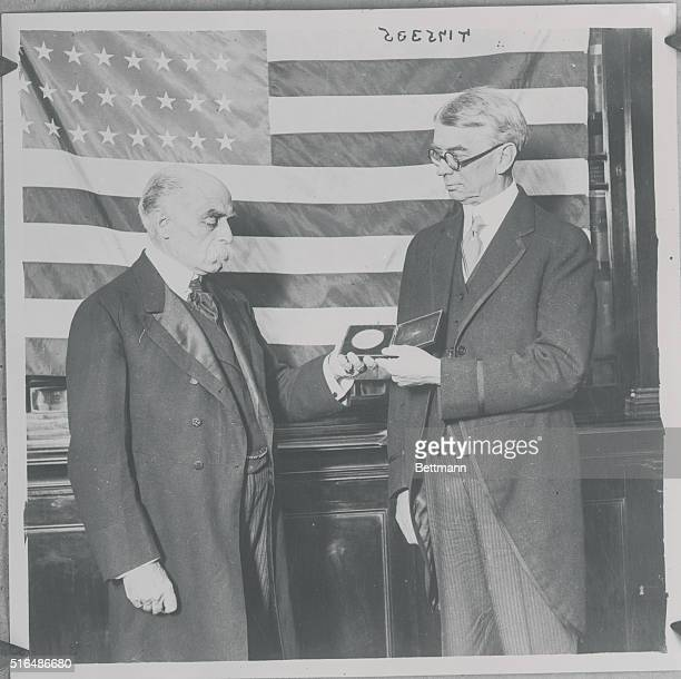 American Ambassador Presents Medal To Colonel YoungHusband Ambassador George Harvey presenting to Sir Francis YoungHusband the Medal of the American...
