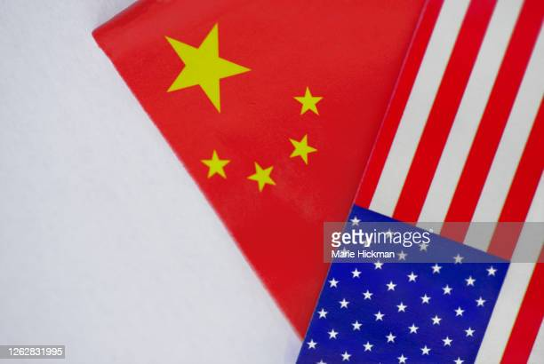 american and chinese flag overlapping each other. - bandiera comunista foto e immagini stock