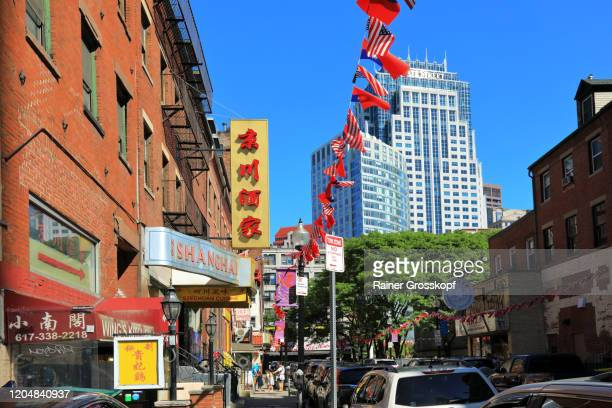 american and chinese flags in chinatown with a modern skyscraper in the background - rainer grosskopf foto e immagini stock