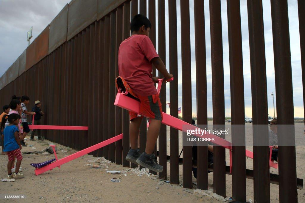 TOPSHOT-MEXICO-US-MIGRANTS : News Photo