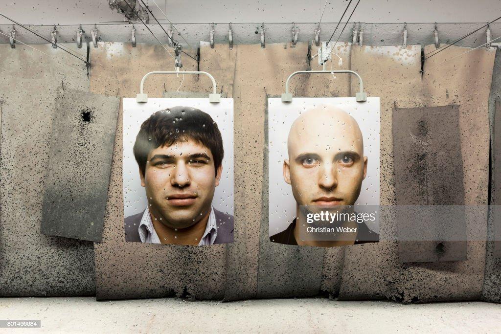 Efraim Diveroli and David Packouz, Details. March 2009 : News Photo