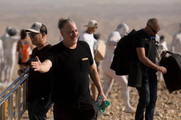 ISR: Spencer Tunick's Dead Sea Photo Installation