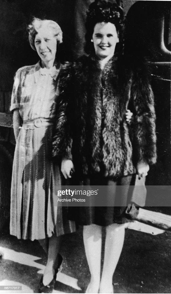 Elizabeth Short & Mother : Nachrichtenfoto
