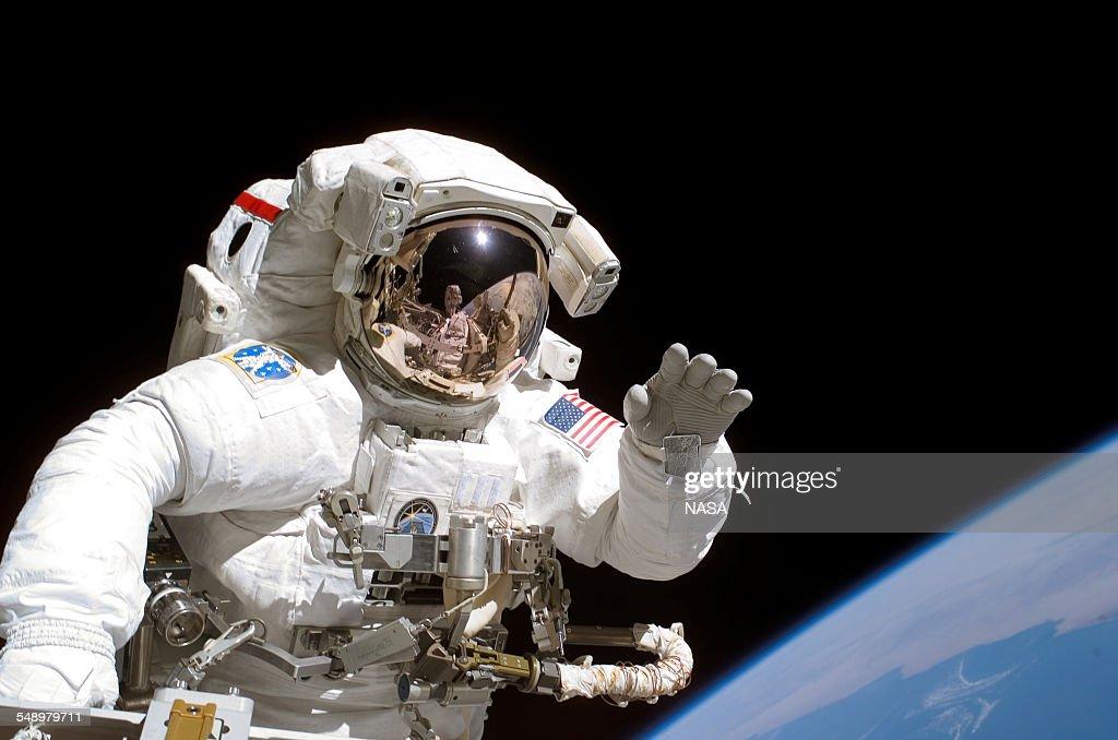 Astronaut Tanner On Space Walk : Nieuwsfoto's