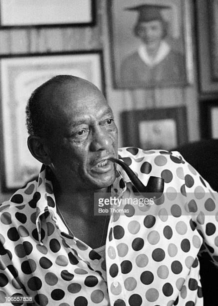 American athlete Jesse Owens smoking a pipe at his home in Arizona USA circa September 1975 Jesse Owens won 4 Gold medals at the 1936 Berlin Olympic...